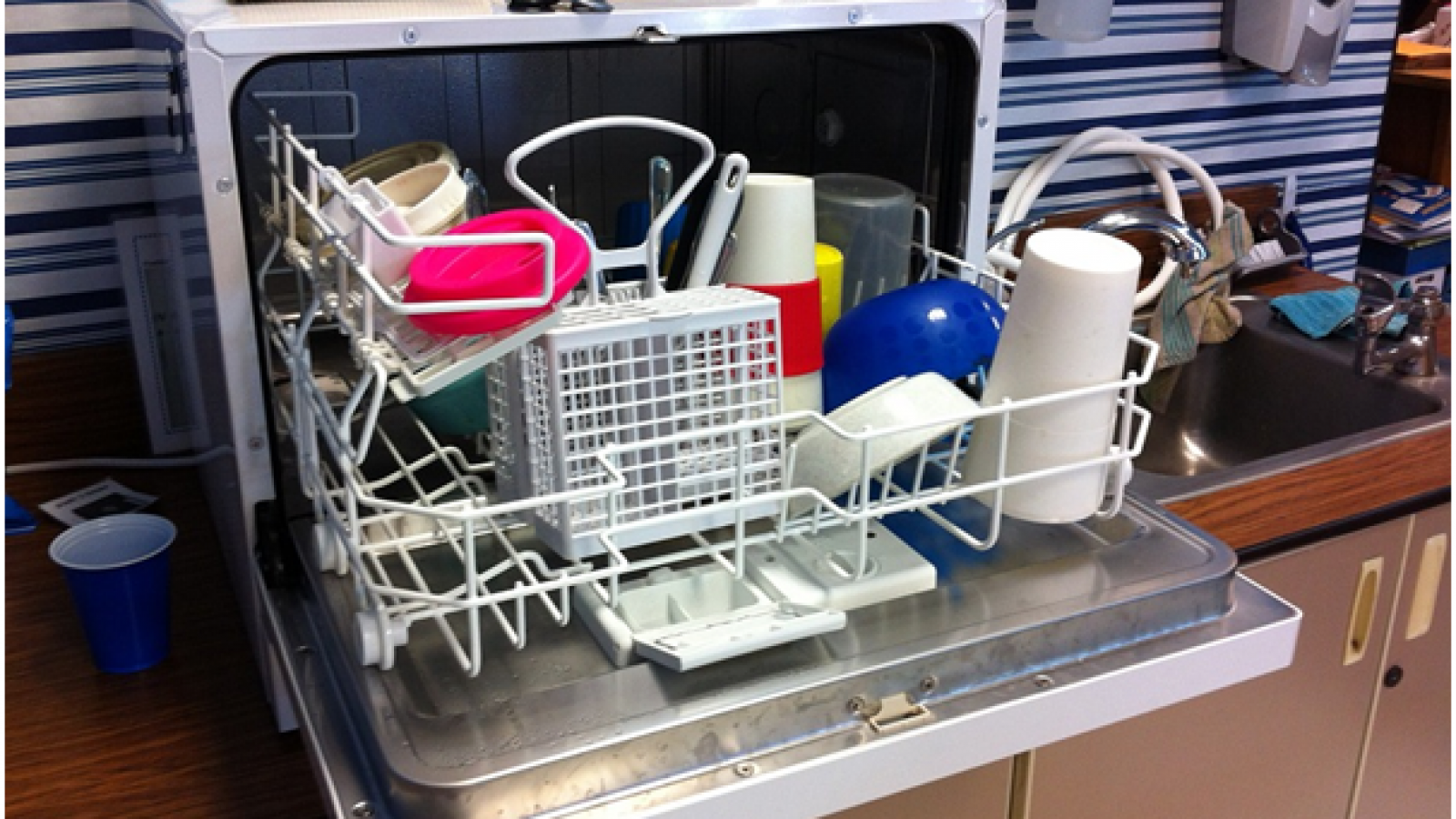 How to Pick a Commercial Dishwasher2