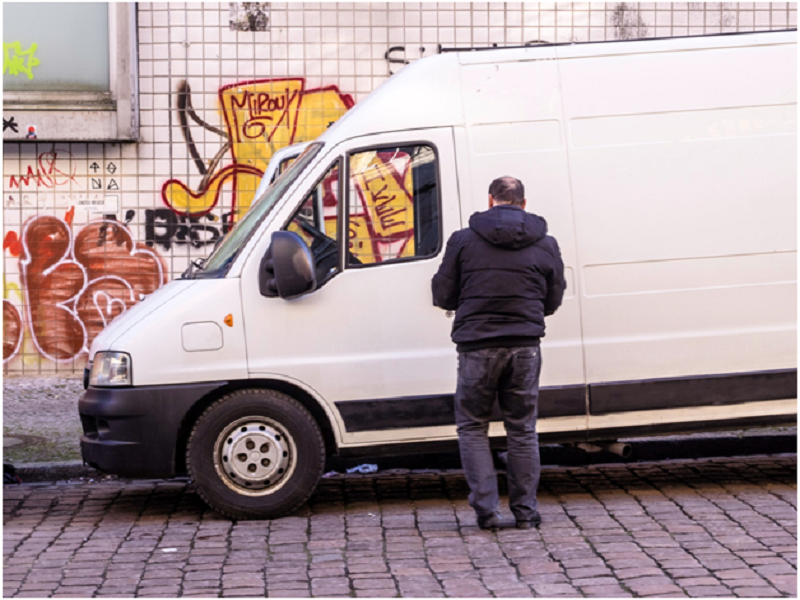 Why Use a 'Man with a Van' service Rather Than Driving Yourself?
