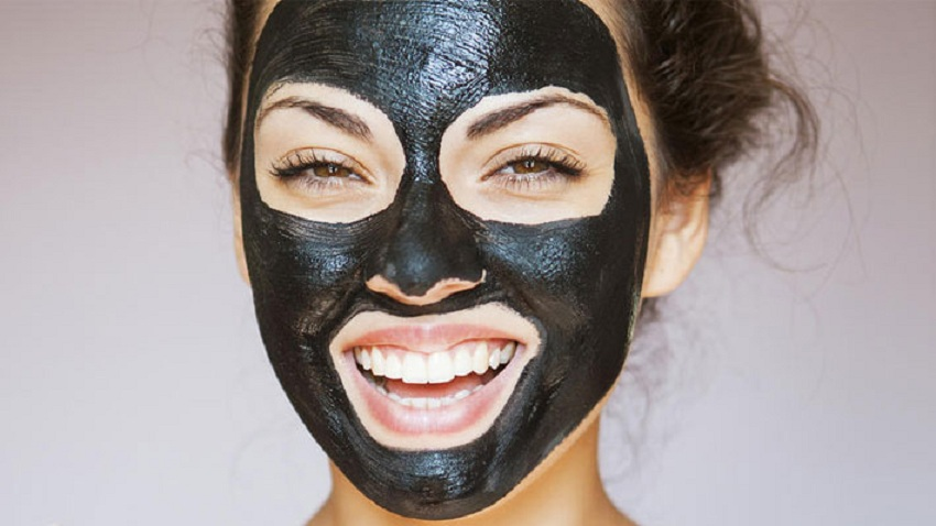 Face mask with gelatin and activated charcoal masks for wrinkles
