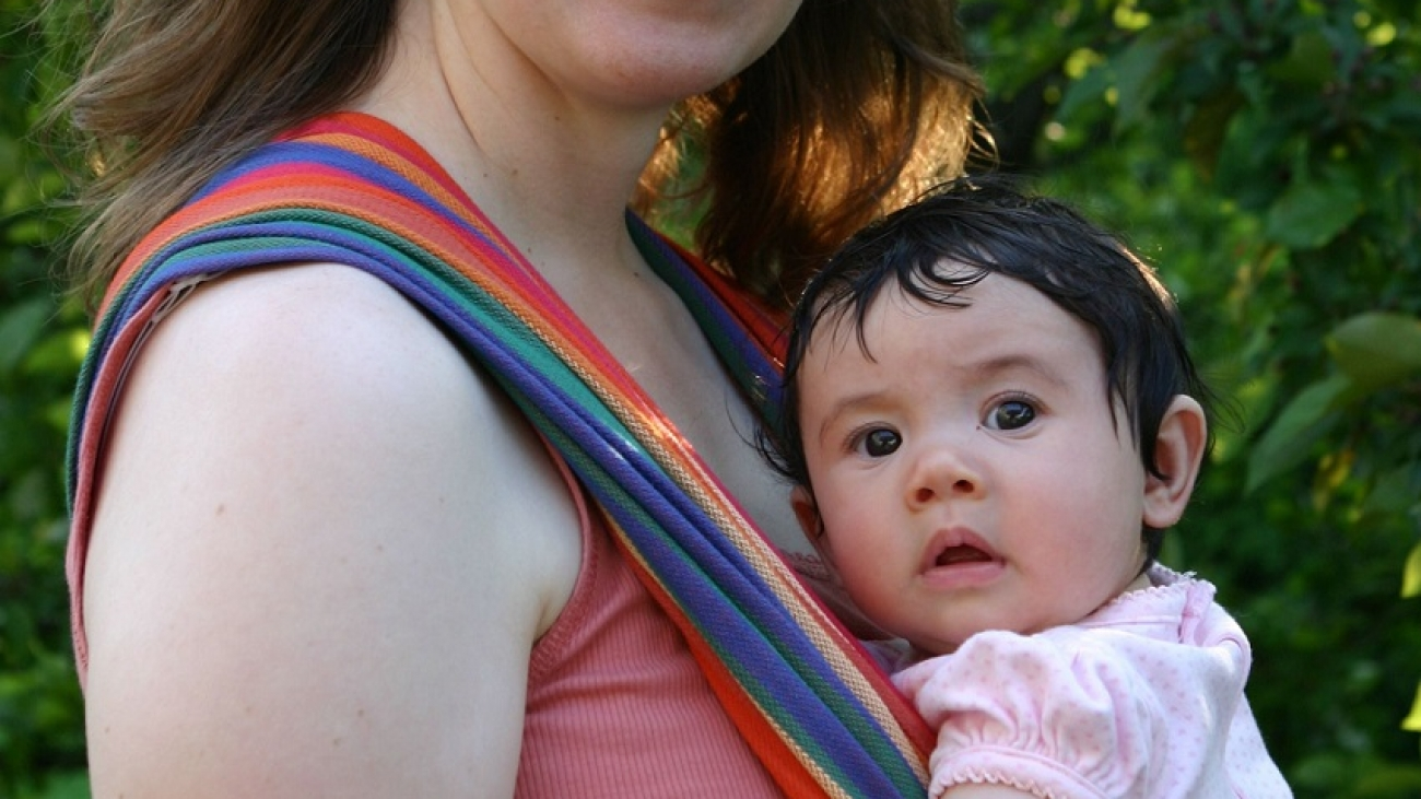 Babywearing The best suggestions for the safety of the child in the wing