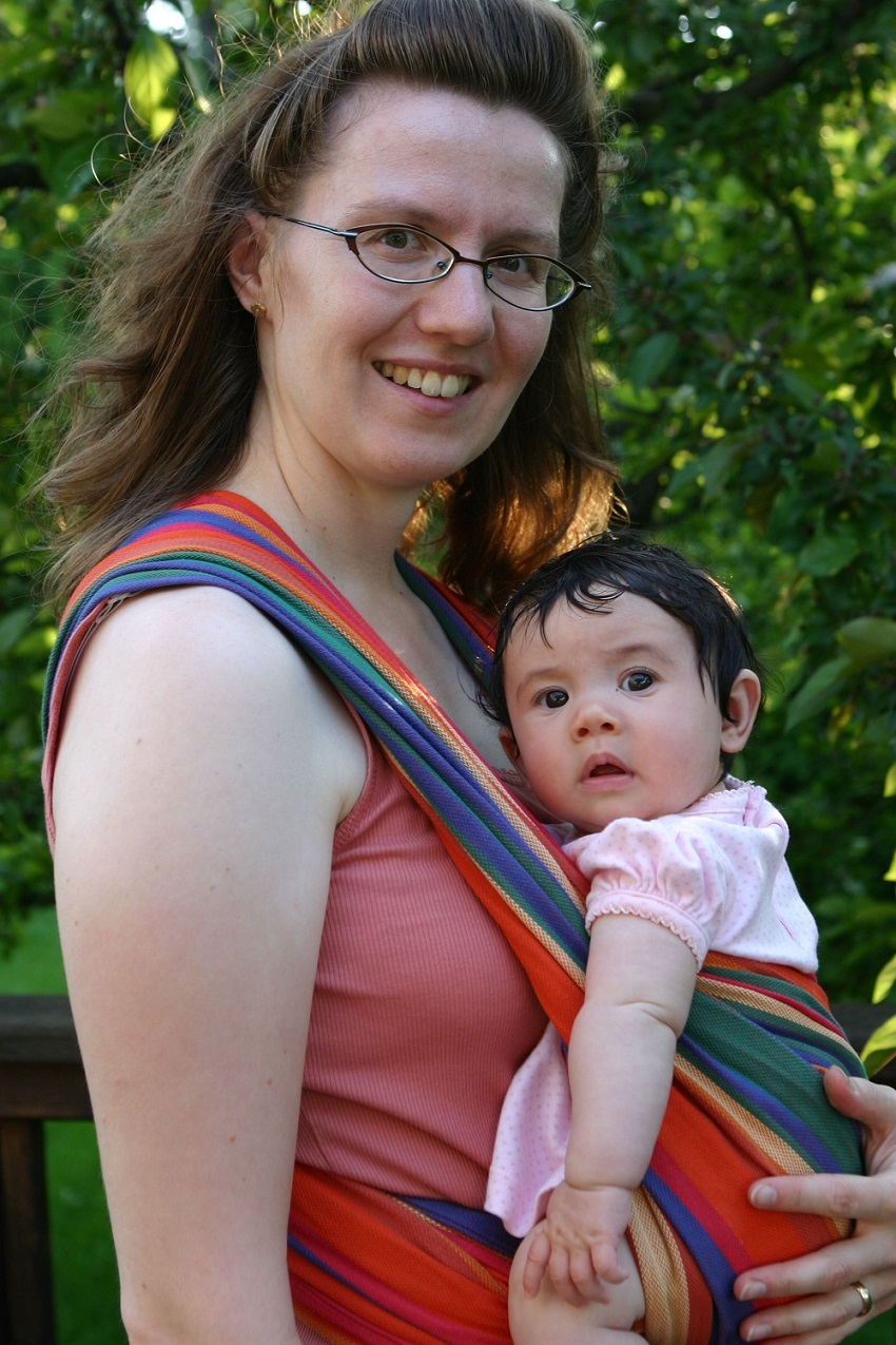 Babywearing: The best suggestions for the safety of the child in the wing