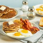 American breakfast: ingredients and recipes