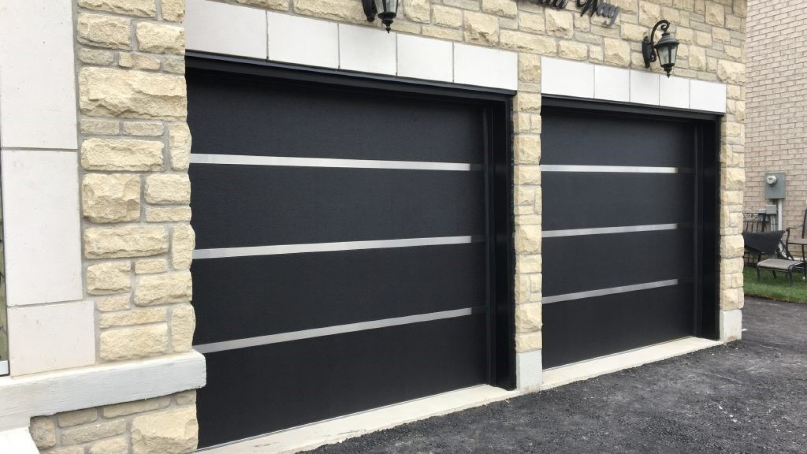 Which Is the Best Material for a Garage Door2